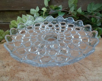 Cut on foot, fruit bowl, cut glass molded, plate presentation, plate glass