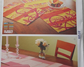 3725 ~ Table Runners and Placemats  ~ Pattern from Kwik Sew
