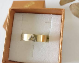 ONE of a kind 14K yellow gold ring with a 18K palladium white golden triangle. Man ring 5,5mm. Triangle ring. Handmade. Wedding ring.