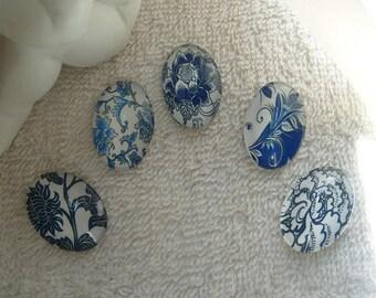 CABOCHONS OVALES FLEURS lot de 5 cabochons 2.5 cm  en verre ovales fleurs oeillets,dalhias  bleues