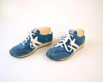 Vintage 70s 80s retro blue and white striped tennis running shoes sneakers  womens size 5.5 girls