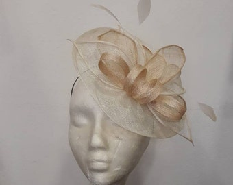 Fascinator white off ivory and natural shaped bouquet of leaves and feathers, sisal, marriage ceremonies