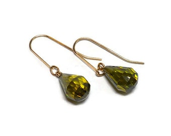Vintage 14k Gold Olivine Briolette Dangle Pierced Earrings