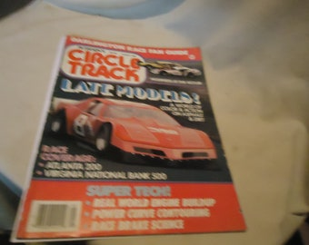 Vintage August 1983 Petersen's Circle Track Late Models! Magazine Volume 2 Number 8, collectable