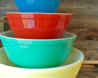 Vintage Pyrex Mixing Bowl Set