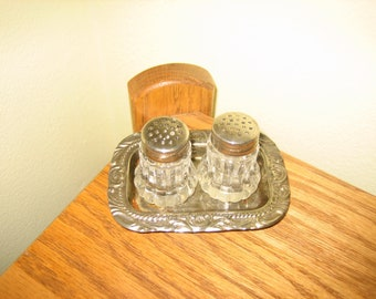 Vintage Miniature Salt & Pepper Shaker Set With Matching Silvertone Filigree Tray - Collectible Salt And Pepper Shakers