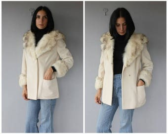 Vintage 1960s Coat | 1960s Fur Collar Coat | Fur Trimmed 60s Coat | 1960s Wool Car Coat | White Wool Coat - (small/medium)