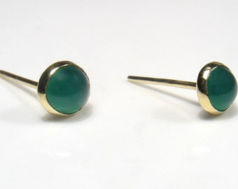 5mm round green Agate cabochon, gold stud