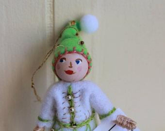 Green Fields Hanging Ornament Felt Art Dolls and Miniatures Easter Decorations, felt ornament