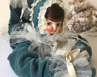 Vintage boudoir bed doll girl clown velvet outfit collectible doll poseable figurine props photography staging puxie