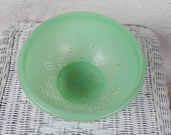 Jadeite Green Tupperware Colander, Tupper ware Plastic Round Strainer Bowl, Star Pattern, Footed, Mid-century Retro Kitchen, RascalsRarities