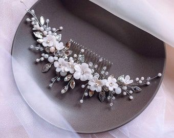 White flower Bridal Hair vine- Crystal Weddind Hair Comb- Silver leaves Hair Vine Bride-Bridal headpiece-Wedding hair vine- Bridal hair comb