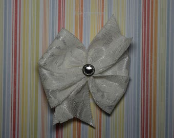 Lace lined bow