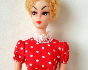 Vintage Barbie Clone Doll in Cute Outfit with Apron - 1960s Bild Lili Style Doll with Bubblecut Hair
