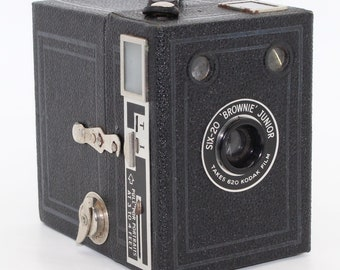 Kodak Six-20 Brownie Junior Box Camera - Very Good condition and tested - c.1939