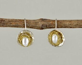 Sterling silver pearl earring, drop pearl earring, geometric jewelry, circle earring, mixed metal earring, short drops, hammered jewelry