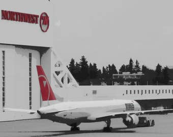 """Set of 2 Northwest Airlines Boeing 757 Aircraft 2009 Sea-Tac Airport 5 x 7"""" Greeting Cards NWA"""