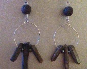 Black spike dangled earrings