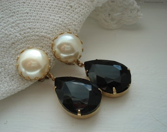 Vintage Art Deco Faux Pearl and Black Onyx Faceted Glass Teardrops Gold Clip Earrings Elegant