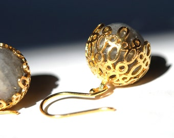 Grey Labradorit Lacy Balls Earrings made with sterling silver coated in 18K gold, grey drops, dangling drops, small lace drops