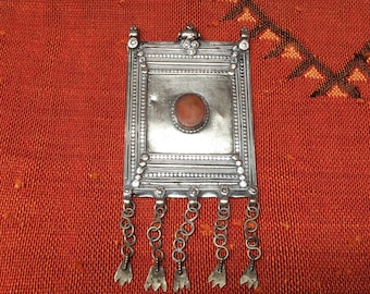 Lovely large old silver pendant - Yemen - hirz - amulet - carnelian