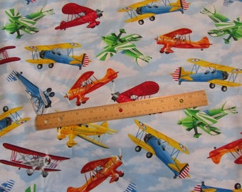 Azul aviones volando en la tela de algodón de las nubes por la yarda