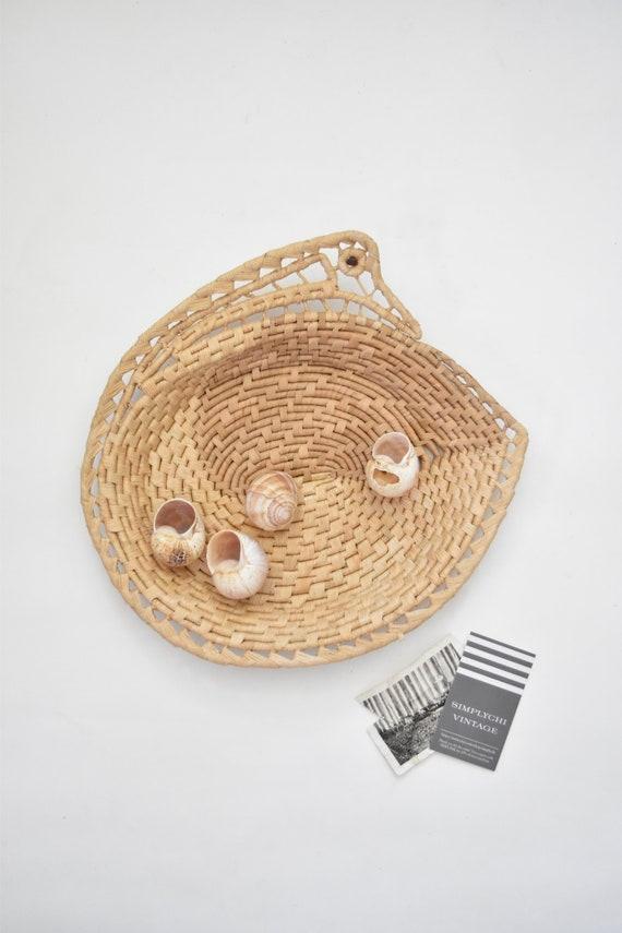 woven duck bird straw wall hanging basket with handles / figurine