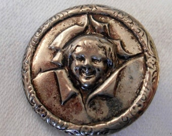 VINTAGE Child Face in Silver Metal BUTTON