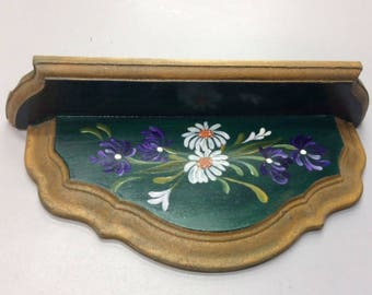 Plate Shelf decorated with White and Purple Daisies