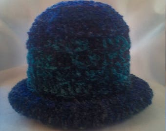 Rolled brim hat in shades of blue