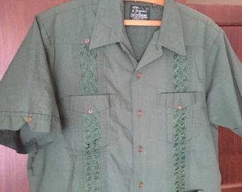 Hunter Green Guayabera Shirt, Mens Vintage Shirt Cuban Shirt Vintage Guayaberas Embroidered Mens Shirt Mexican Shirt Short Sleeve Cuba M