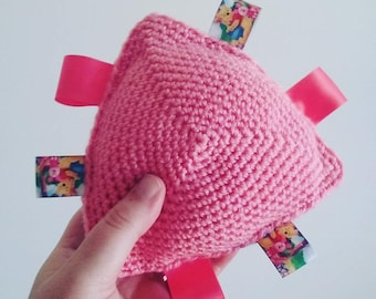 CROCHET TAGGY TOY