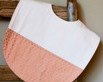 Pretty Pink Toddler Bib; Pink and Gold; Organic Cotton Highchair Feeding Bib; Modern Glam Bib for Toddler Girl; Handmade in Canada, Shimmer