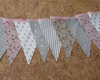 Cheerful flags pendulum, 6 meters long with 19 flags, pink-grey-beige-white with stripes, stars, hearts and balloons