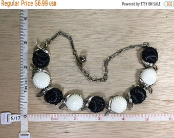"""10%OFF3DAYSALE Vintage 15"""" Silver Toned Black White Shell Designed Necklace Used"""