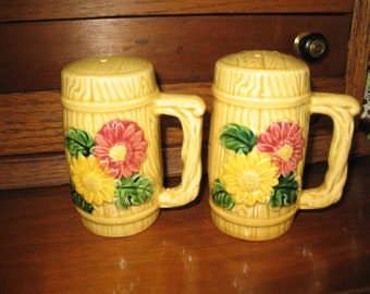 Salt and pepper shakers Japan.ornee daisies pink and yellow. Salt and pepper.