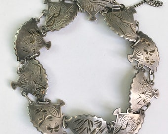 engraved fans, linked as a bracelet