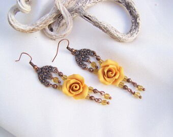 Handshaped flowers earrings
