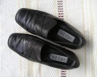 Vintage black leather loafers, size 40 (EUR), 9 (US)