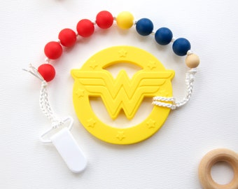 Wonder Woman Teether, Pacifier Clip, Wonder Woman, Organic Baby, Teething Baby, Food-Grade Silicone, Silicone beads, #134