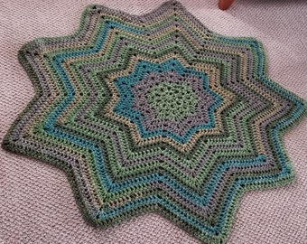 Bulky Weight 9 Point Star Throw Blanket in Shades of Green