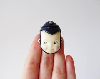 Kewpie Polizist Puppe Brosche