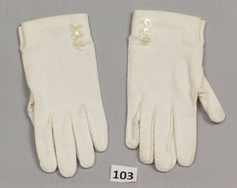 Girls Vintage Gloves White 5 3/4 inches 100% cotton Little girl Hand sewn Side placket with buttons at wrist edge Palm 2 1/2 inches Pristine