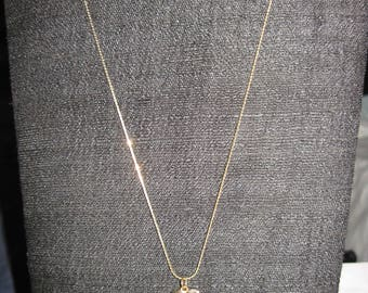 Vintage BEAUTIFUL Gold Dainty Chain w/ Fancy Setting 1976 BICENTENNIAL Quarter Pendant Necklace....JMF19