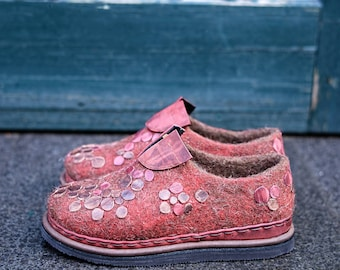 felted woman shoes in red - boiled wool shoes - wet felted shoes - natural wool shoes - wool felt shoes - women casual shoes - eco shoes