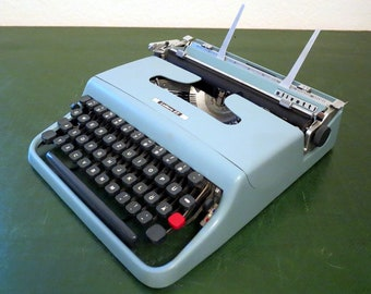 Olivetti Lettera 22 - Vintage Typewriter from 1961 - Top Condition