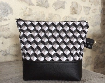 Toiletry bag / cosmetic case
