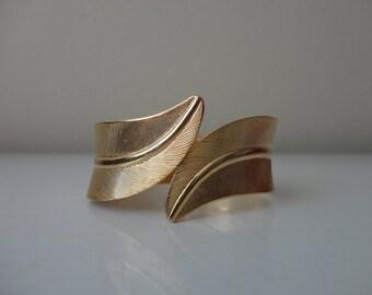 VINTAGE gold tone LEAF clamper CUFF