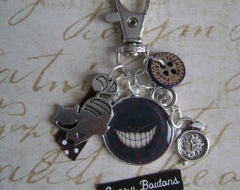 Keychain cat in Alice in Wonderland country