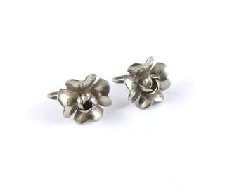 Vintage stirling silver earrings, silver earrings, vintage earrings, flower earrings, screw back earrings, vintage costume earrings.